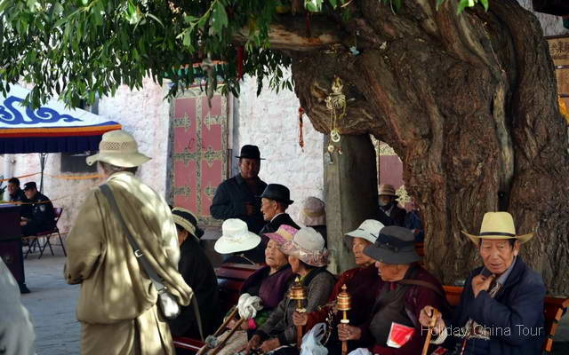 Street photo in Lhasa